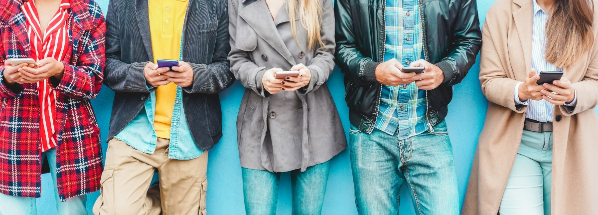 Group of friends using smart mobile phones app - Teenagers addiction to new technology trends - Concept of youth, tech, social and friendship - Focus on center hands